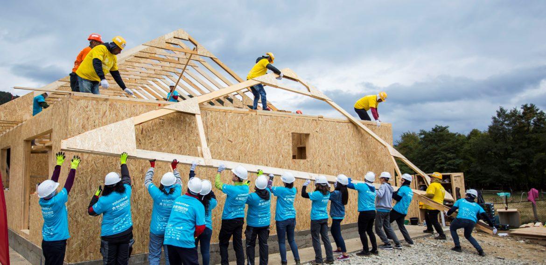 BIG BUILD 2019: Habitat for Humanity România a construit 10 case în 5 zile, la Vaideeni