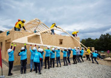 BIG BUILD 2019: Habitat for Humanity România a construit 10 case în 5 zile, la Vaideeni
