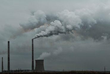 Sondaj: Poluarea aerului, cea mai importantă problemă de mediu, consideră jumătate dintre români