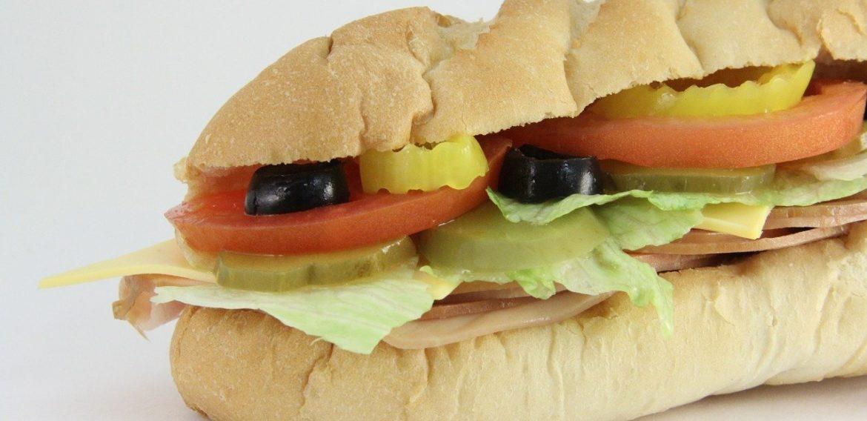 A 3-a ediție World Sandwich Day. Subway România oferă peste 4.000 de sandwich-uri persoanelor nevoiașe