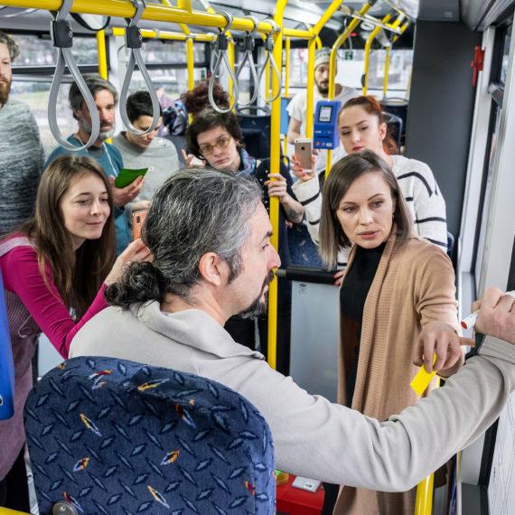 Curs universitar și joc de strategie lansate într-un autobuz electric la Cluj-Napoca