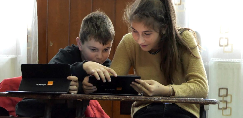 1500 de tablete date spre folosință de Fundația Orange pentru elevii fără posibilități financiare