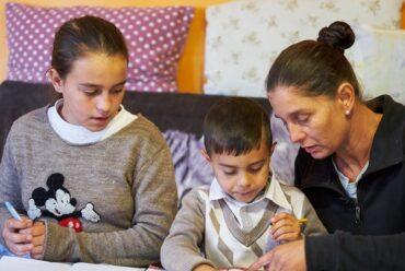 Raport UNICEF: Pandemia de COVID-19 exacerbează riscurile la care sunt supuși copiii vulnerabili și familiile lor în România