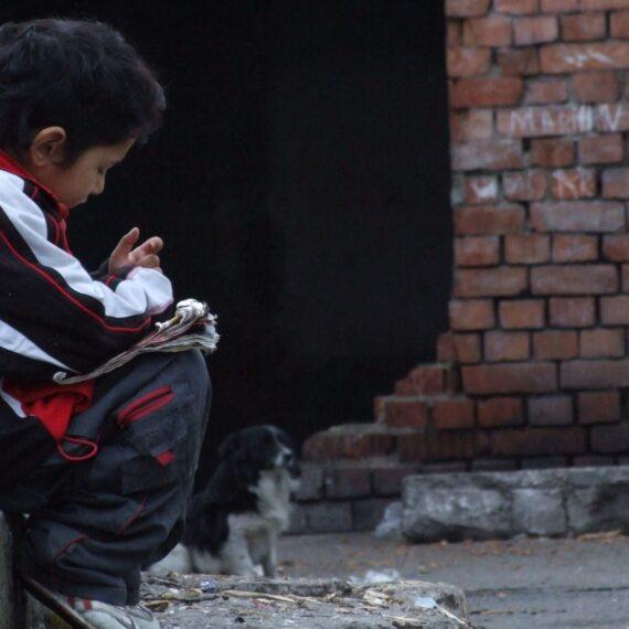 ONU: Răspândirea devastatoare a COVID-19 în comunitățile sărace ar putea fi prevenită cu un venit de bază temporar