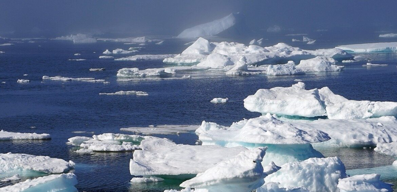 Stratul de gheaţă din Groenlanda se topeşte într-un ritm record