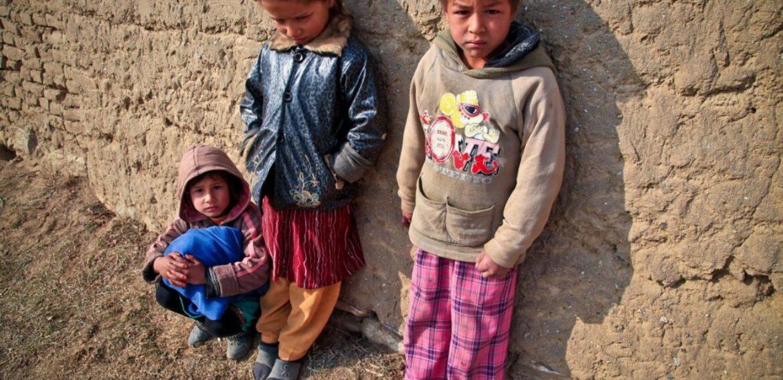 Studiu: Unu din șase copii trăiește în sărăcie extremă