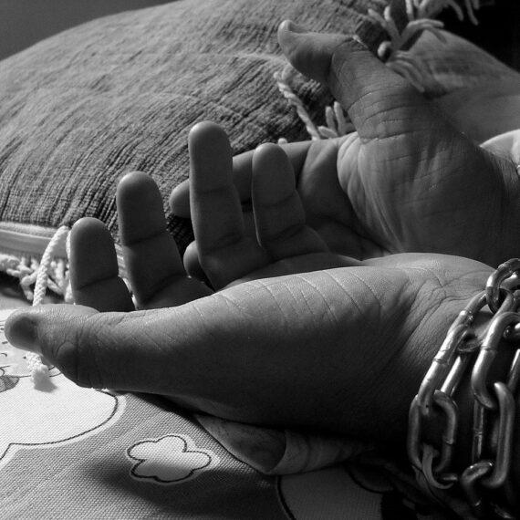 Raport: Aproape 29 de milioane de fete sunt victime ale sclaviei moderne