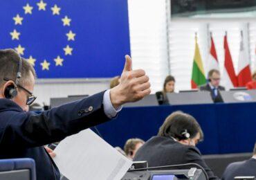 Parlamentul European a votat pentru reducerea cu 60% a emisiilor de carbon, până în 2030