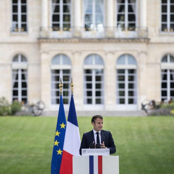 Președintele francez Emmanuel Macron anunţă un referendum pentru a introduce în Constituţie protecția mediului