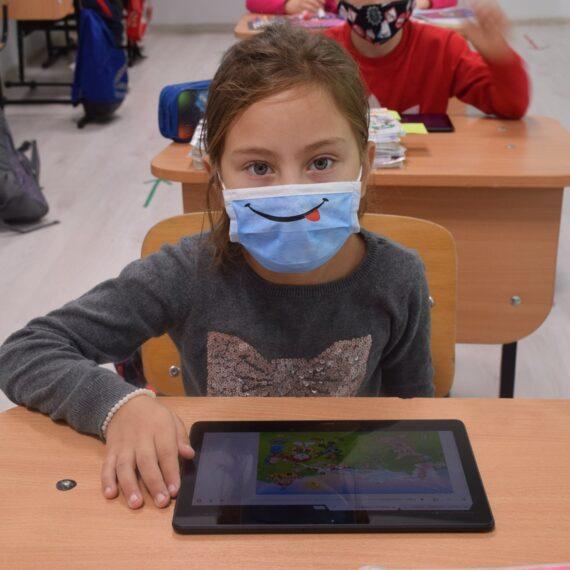 Sondaj World Vision România: Jumătate dintre profesorii din mediul rural spun că elevii lor au pierdut din materie în pandemie