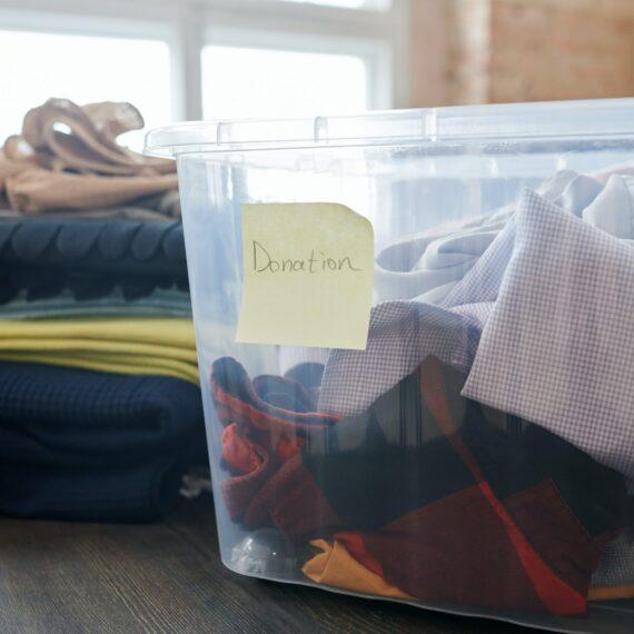 Unde poți dona haine dacă ești din Bucureşti şi alte cinci oraşe