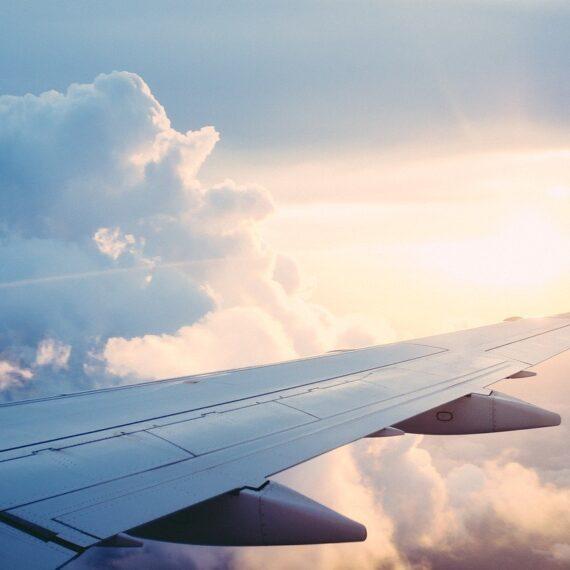 Franța vrea să interzică zborurile interne pe distanțe scurte pentru a reduce emisiile de carbon