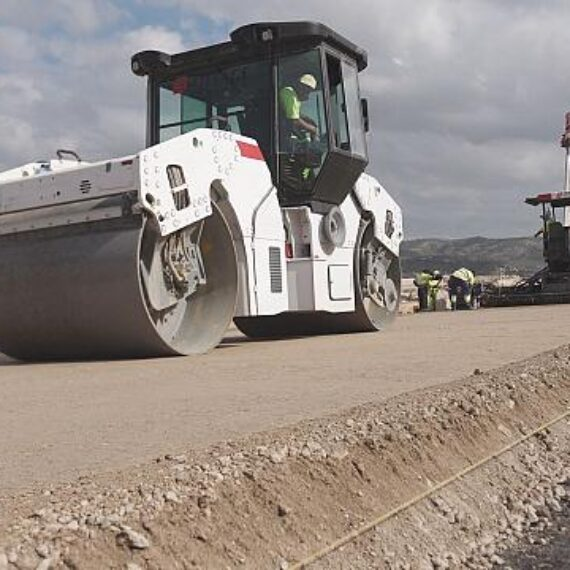 Drumul către sustenabilitate. În Spania a început construcția unei autostrăzi cu cenușă de hârtie în loc de ciment