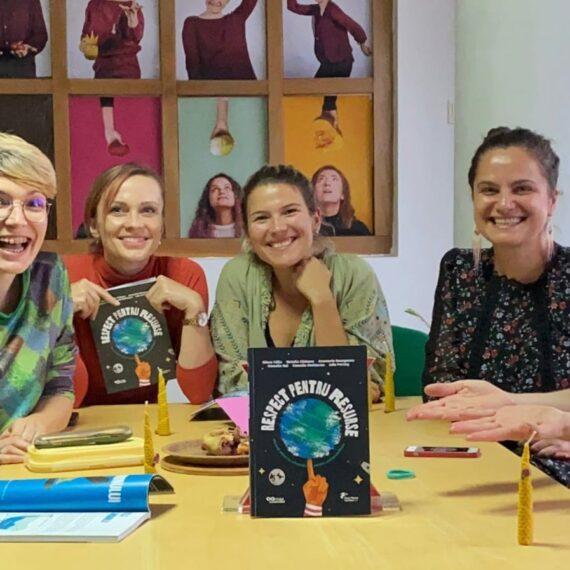 Primul manual de educație pentru sustenabilitate utilizat pentru predare în școli începând din acest an
