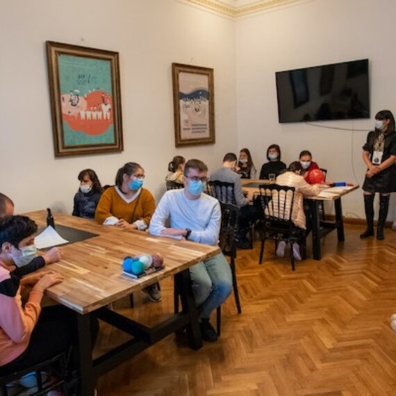 Materiale auxiliare de studiu pentru elevii cu deficiente de vedere – fizica și chimia accesibile. Un proiect al Asociației Tandem